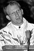 Der 34-Jährige ist Nachfolger von Pfarrer <b>Hartmut Gremler</b> und für die <b>...</b> - porovne_b
