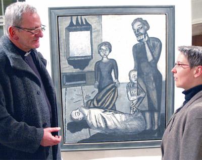 Domkapitular Jürgen Lenssen und Elfriede Rein vom Deutschordensmuseum sprechen über die