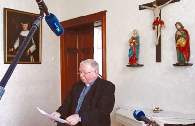 Prälat Zomack gab die Ernennung Bischof Zdarsas zum Bischof von Augsburg bekannt. Jetzt sagt er, wie es mit dem Bistum Görlitz weitergeht.