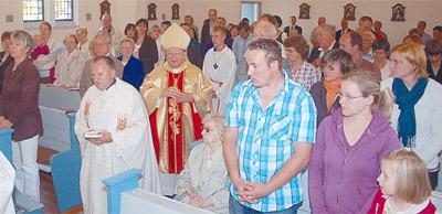 Mit Alt-Bischof Rudolf Müller, der in Luckau aufgewachsen ist, feierte die Gemeinde das Jubiläum