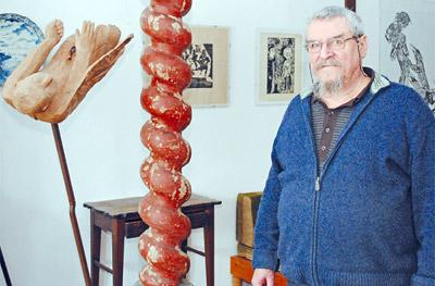 Eines der jüngsten Werke Werner Nickels ist ein stürzender Ikarus. Sein Ikarus steht für die Größe, aber auch für Elend und Schuld des Menschen.