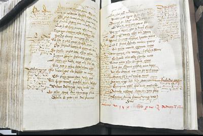 In diesem alten Buch fand der Mitarbeiter im Handschriftenzentrum Leipzig Matthias Eifler die niedersorbische Randnotiz. Der rote Eintrag zeigt das Jahr 1510.