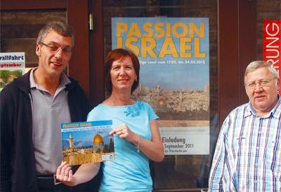 Pfarrer Josef Jakobi, Justina Mathias und Roland Schmerbauch freuen sich auf alle, die zur Reise nach Israel mitkommen